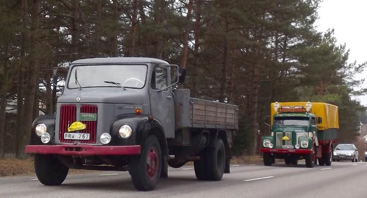 Kjell Åke Larsson från Glava i Värmland dundrar förbi med Scania AL36.