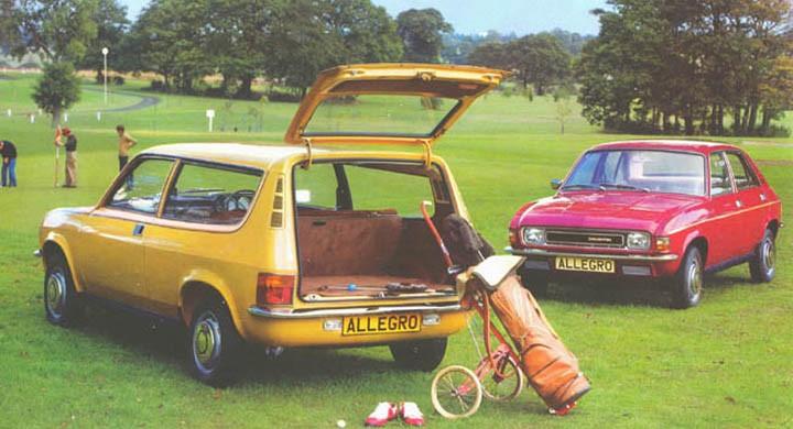 Austin Allegro med golfkit.
