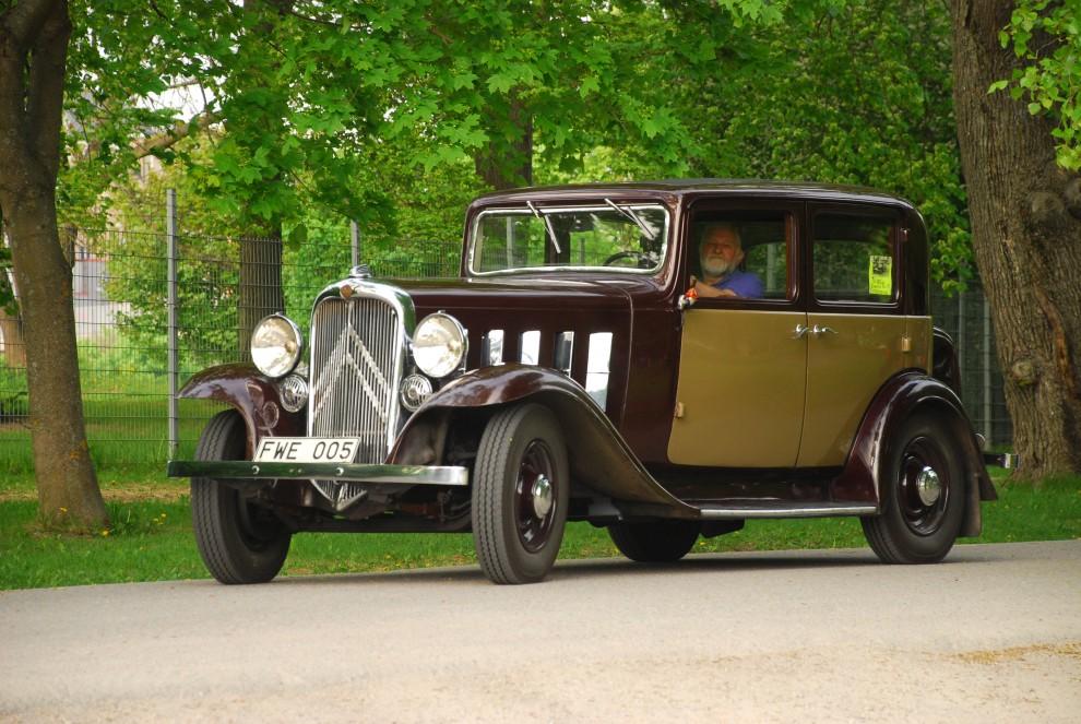 Citroën 15 AL 1933 på väg in till AHK:s måndagsträff.