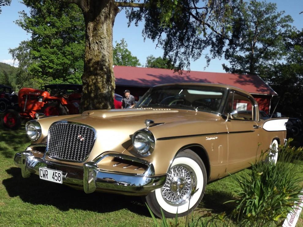 Studebaker Golden Hawk, sport på amerikanska med kompressor, varvräknare och stabil väghållning som körde ifrån det mesta 1957.
