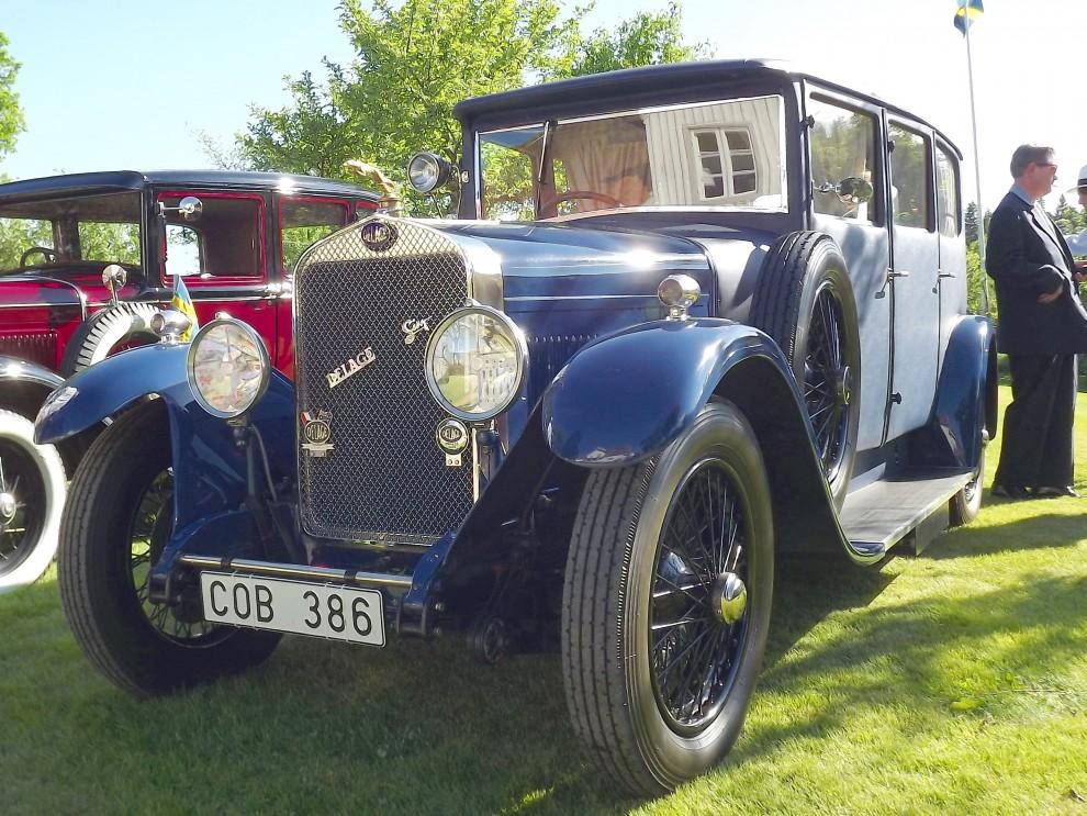 En rar bil,  Delage från 1928 med så kallad Weymannkaross.  Dubbel pegamoid på trästimme med isolering gav tyst och ombonad kaross. Weymann både byggde egna karosser och sålde licensrättigheter, de första volvobilarna var byggda på samma sätt. Den här är gjord av Weymanns filial  i England och bilen är importerad därifrån för några år sedan.