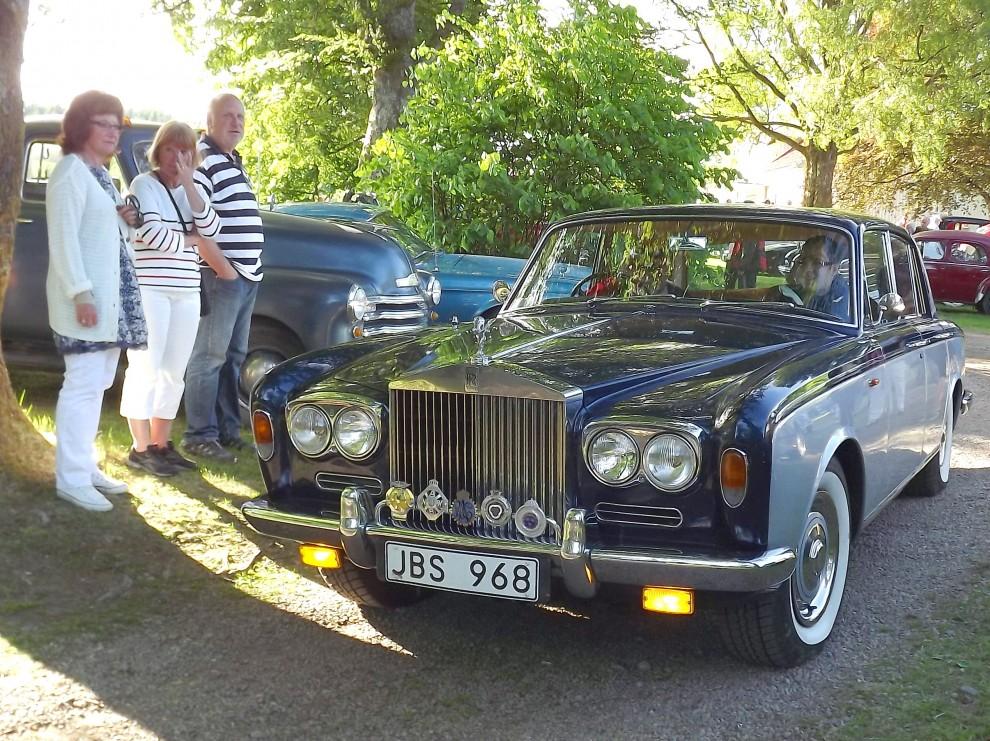 I familjen Nordeneys garage finns många trevliga bilar, denna onsdag åkte dom ståndsmässigt i Silver Shadow.