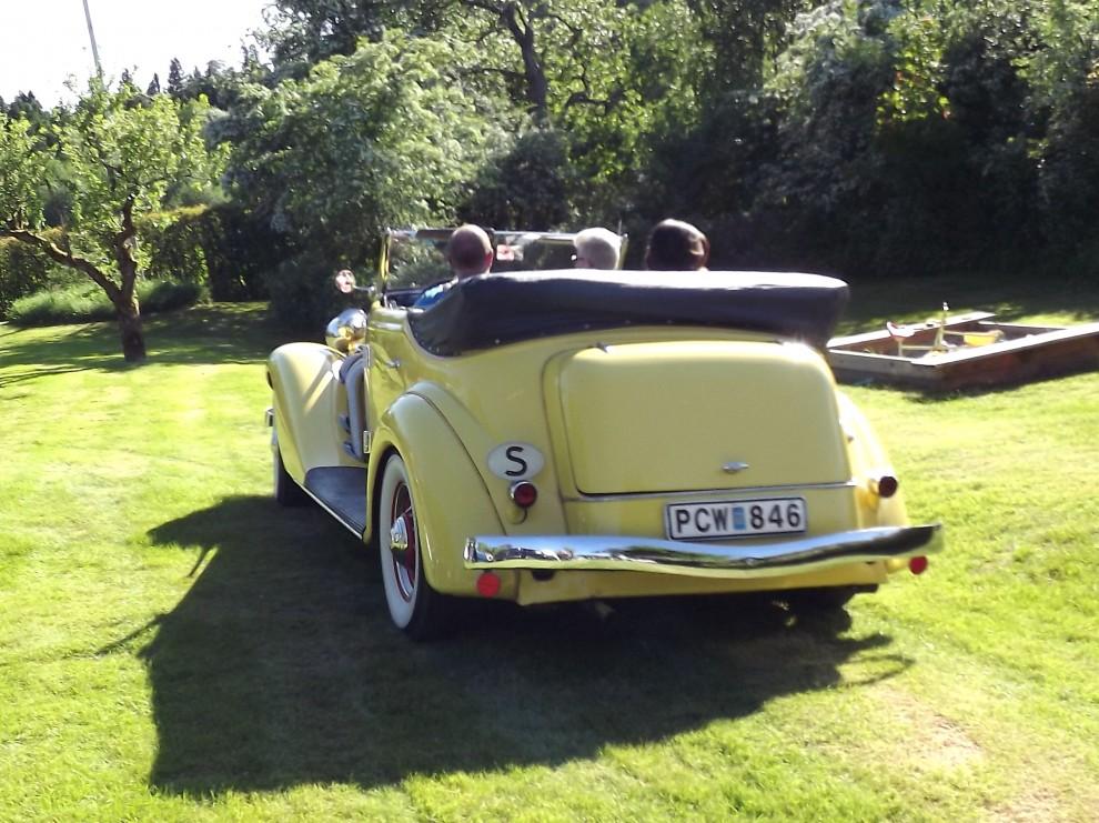 Familjen Mellander har också en drös trevliga bilar, bland annat denna pampiga Auburn från 1936