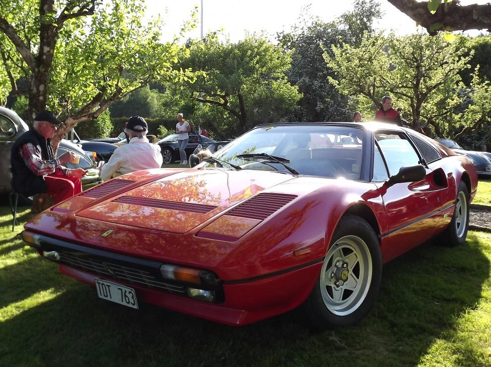 Fika med Ferrari, i nummer 4/2012 hade vi just en köpguide på denna förnämliga förmånliga Ferrarimodell.