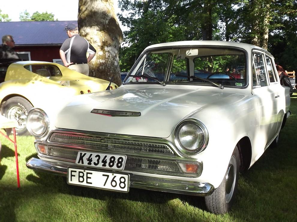 En överlevande Cortina, ovanligt nog nysåld i Sverige med automatlåda