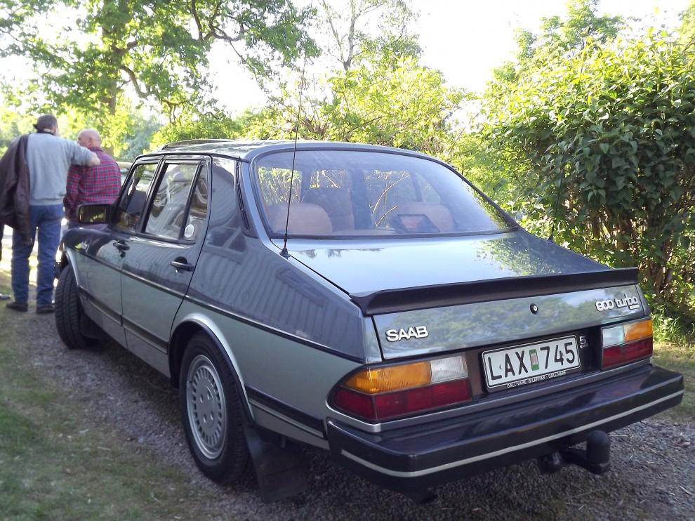 Saab 900 fanns en kort period att få i snitsig tvåtonslack, denna sobra Saab är från 1983.