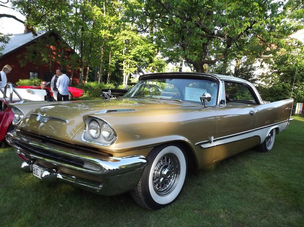 De Soto Adventurer tillsammans med Chrysler 300C ledde prestandaligan 1957, 345 hästkrafter fanns att tillgå under den guldlackade huven.