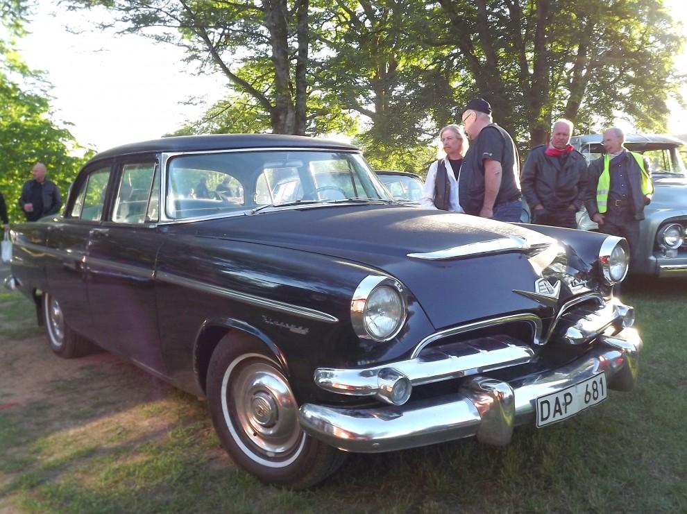 Typisk svenskjänk, Dodge Kingsway, hybridmodellen som var en Plymouth med Dodgefront fanns bara på exportmarknader och sattes samman bland annat i Sverige.