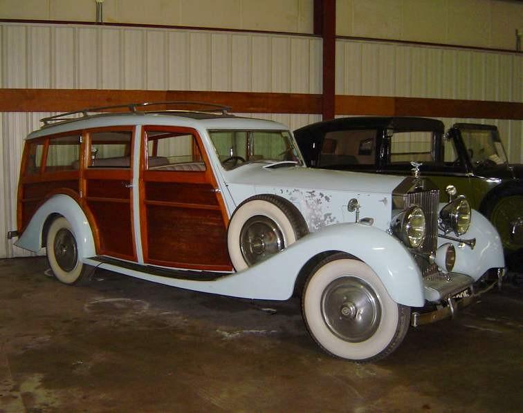 Rolls Royce Wraith från 1939 med fransk kaross. Den här är från Binder i Paris,