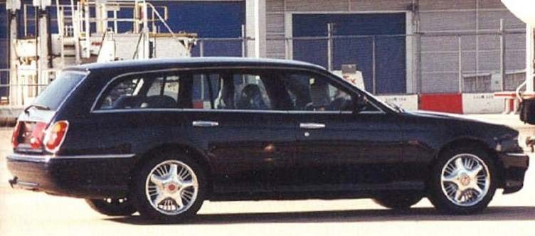Och det här är en modell som officiellt inte existerar, men äöndå serietillverkad. 1994 Visade Bentley upp Java upp som en conceptbil, trodde vi. I hemlighet sattes den i begränsad produktion och åren 1994-96 gjordes den som coupe, cabriolet och även kombi. En siffra uppger tretton stycken gjorda men en hel del är diffust med dessa.