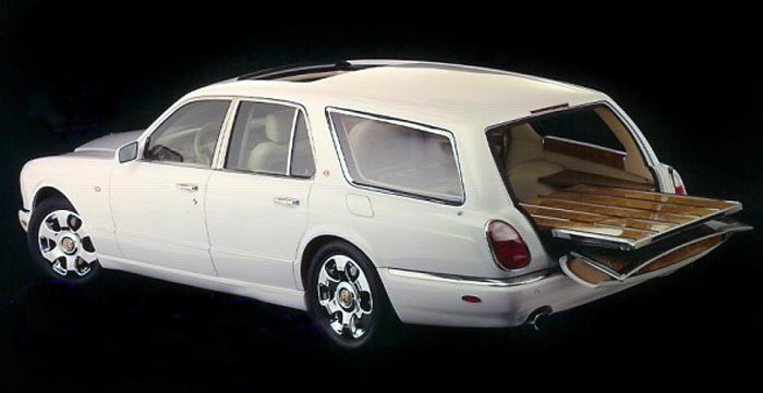 Nästa Bentley är därmot specialbyggd av Von Genaddi, Arnage Shooting brake har byggts i ett par exemplar av dom, denna från 2002.