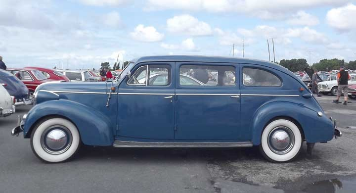 En av de största Volvobilarna i söndags, denna förlängda PV60 från 1946