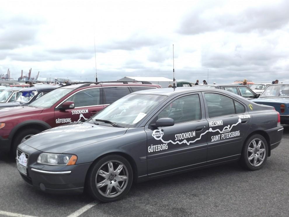 Från  Ryska volvoklubben kom med ett gäng bilar som åkt i karavan ända från Moskva.