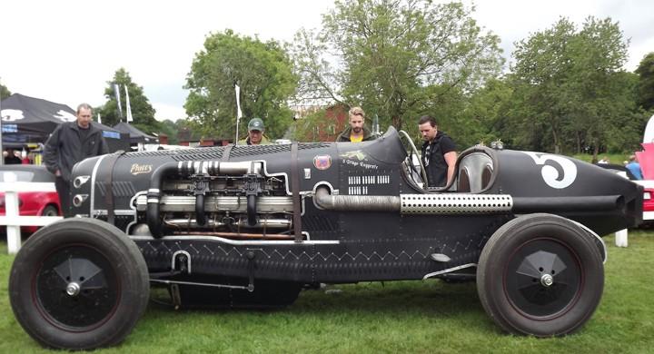 Il drago ruggente kalla Glenn Billquist sin skapelse. Det lär finnas en härstamning från Delage någonstans i det här. Motorn är en Isotta Fraschini V12 från ett italienskt bombplan.