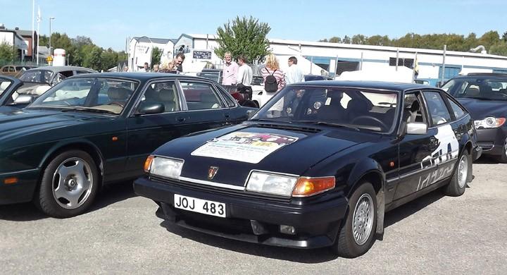 På finbilsparkeringen syns en välkänd Rover...