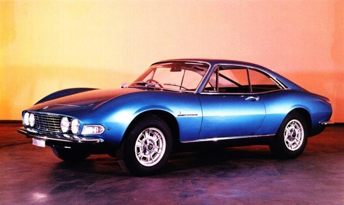 Den kom att se mer ut så här, i alla fall spidern, men den färdiga coupén fick en helt annan karaktär.
