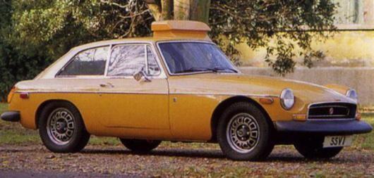 Nya säkerhetskrav ställde nya krav på tillverkarna. Lösningen hette gummi, massor med gummi runtom hela bilen. Experimentbil på MGB kallad SSV-1 1972.