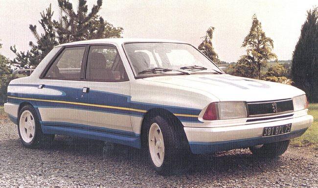 Även hos Peugeot laborerade man med en rallybil på 305 men den kom aldrig till start