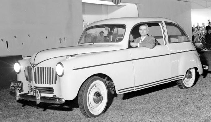 """Den här till synes mycket moderna prototypen 1941 är byggd av förnyelsebara råvaror, sojabönor! """"Industry, agriculture, and transportation are the three things that make the world go round,"""" menade Henry Ford och i denna kaross förenades de tre. Anv sojabönorna gjorde man en smet med fenolharts, för stadga tog blandade man i fiber från lin och hampa."""