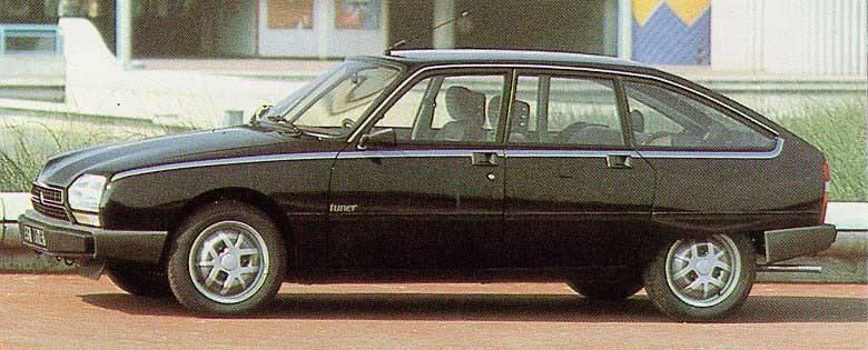 Det gjordes inte särskilt många specialare på GSA, men den brilliantsvarta Tuner var en version. Som namnet anger fick man med en avancerad ljudanläggning i bilen.