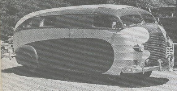 hris-Craft är mest kända som båttillverkare, men här är ett landfordon som byggdes på prov av dom 1937. Chassi och motor kom från Plymouth, delar av karossen är canvas över spant. Några fler land-yachter från Chris-Craft sågs dock inte till