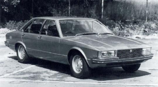 Bertone fick dock komma med förslag för en facelift av XJ6 1982, den föll inte heller Jaguar i smaken.