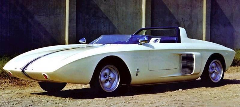 Ur-Mustangen var en tvåsitsig roadster med mittmotor, fränt till tusen men knappast något för massorna.