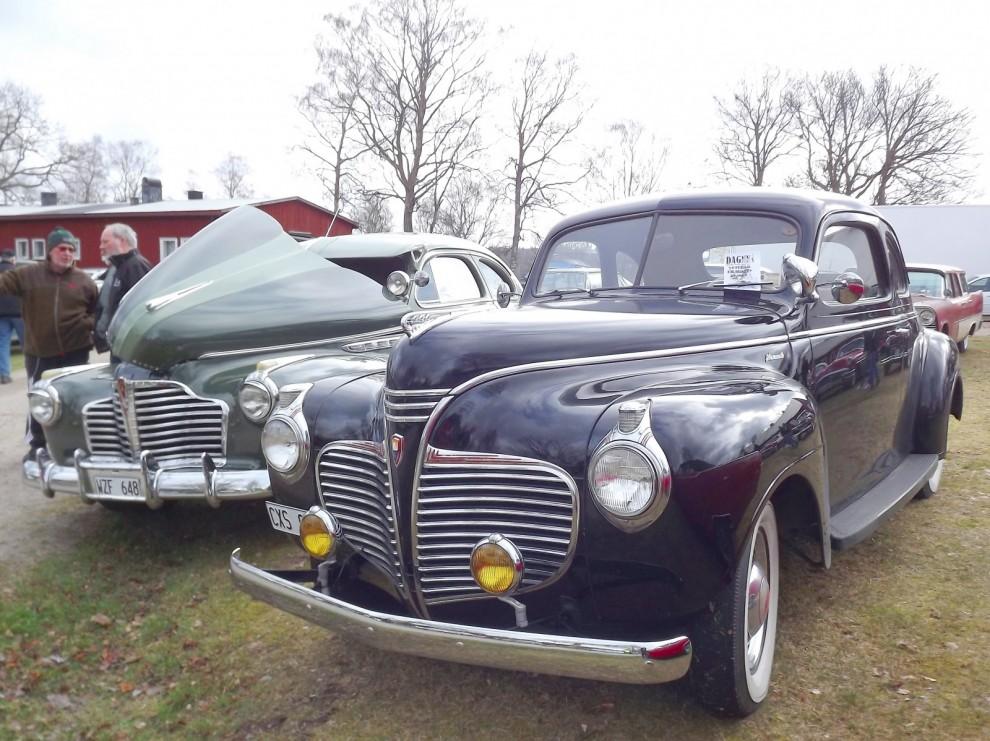Trevliga fyrtiotalister, Buick och Plymouth båda av 1941 års modell.