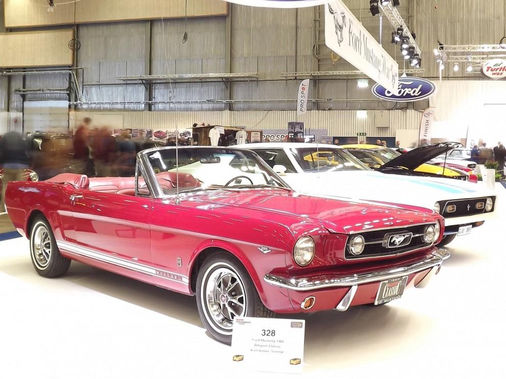 Femtioårsjubilerande Mustang uppmärksammades med en specialmonter.