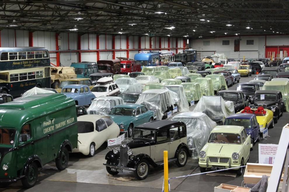 Lagerbyggnaden är enorm och inrymmer de delar av museets samlingar som inte är utställda. Coventry var under decennier den brittiska bilindustrin absoluta centrum.