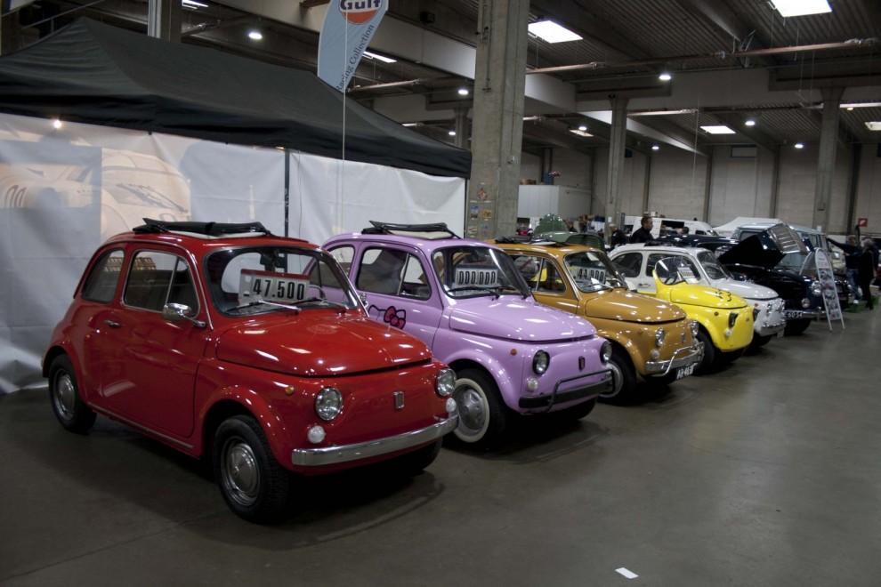 Färgglad rad av Fiat 500-gullighet.