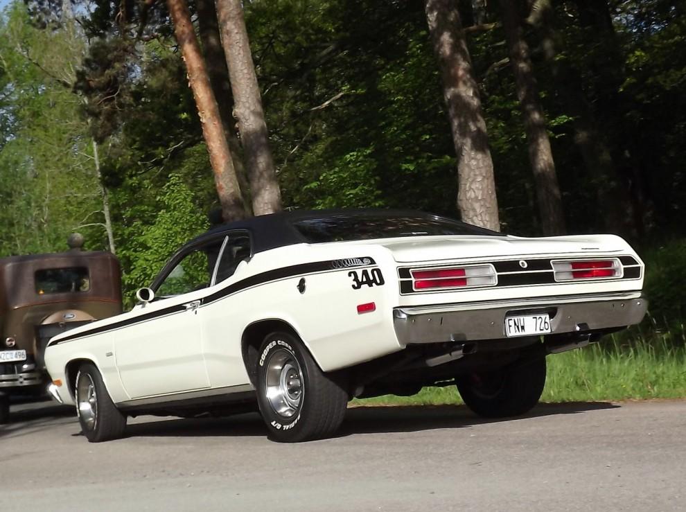 Plymouth Duster med tillnamnet Twister och fräcka stripes. ovanlig specialmodell rullar in.