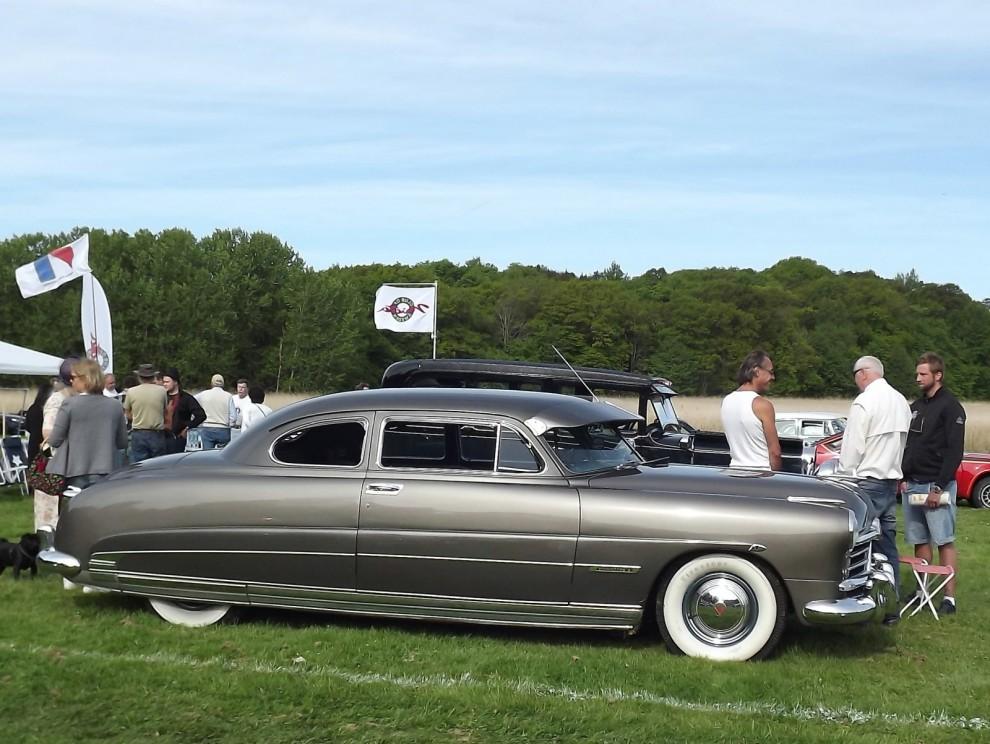 """1949 kom Hudson med helt nya modeller. """"the step-down Hudson"""" kallades dom i reklamen, limpa blev öknamnet i Sverige. Denna fina coupé fanns i AMC-klubbens ruta."""