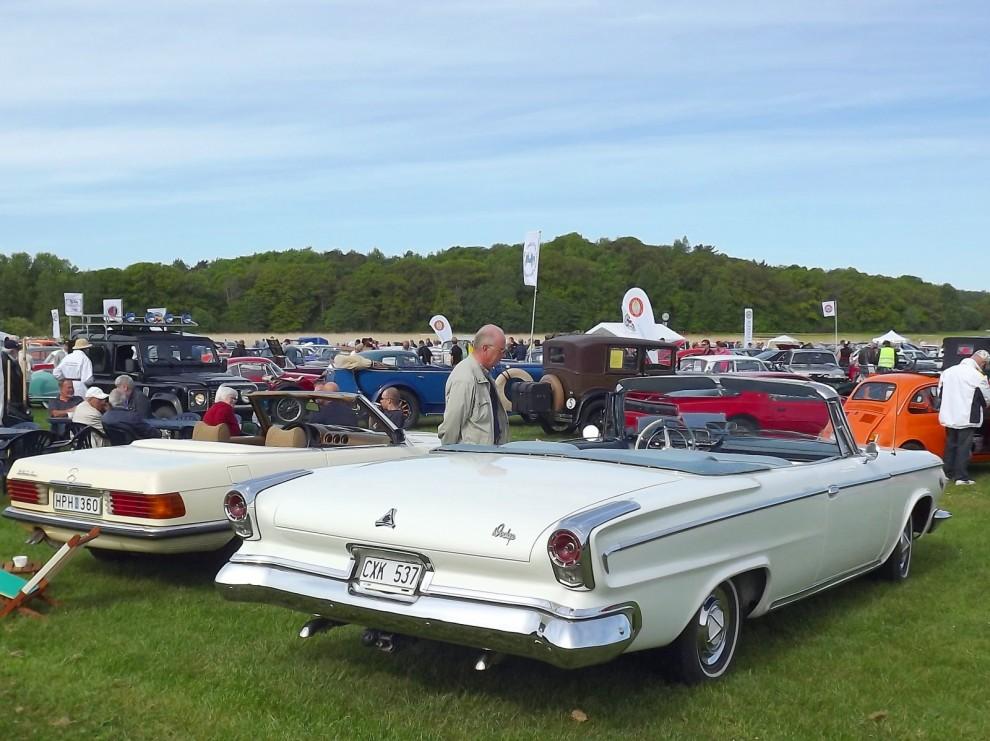 Dodge 880 var ett märkligt mellanspel för att fylal gapet efter De Soto. En Dodge med Chryslerkaross och De Sotons instrumentering. Cabrioleten från 1963 år byggd i 822 exemplar och dess bakgrund är lite märklig då den gått som startbil på Åby travbana i 40 år. Nu renovertad till fint originalskick.