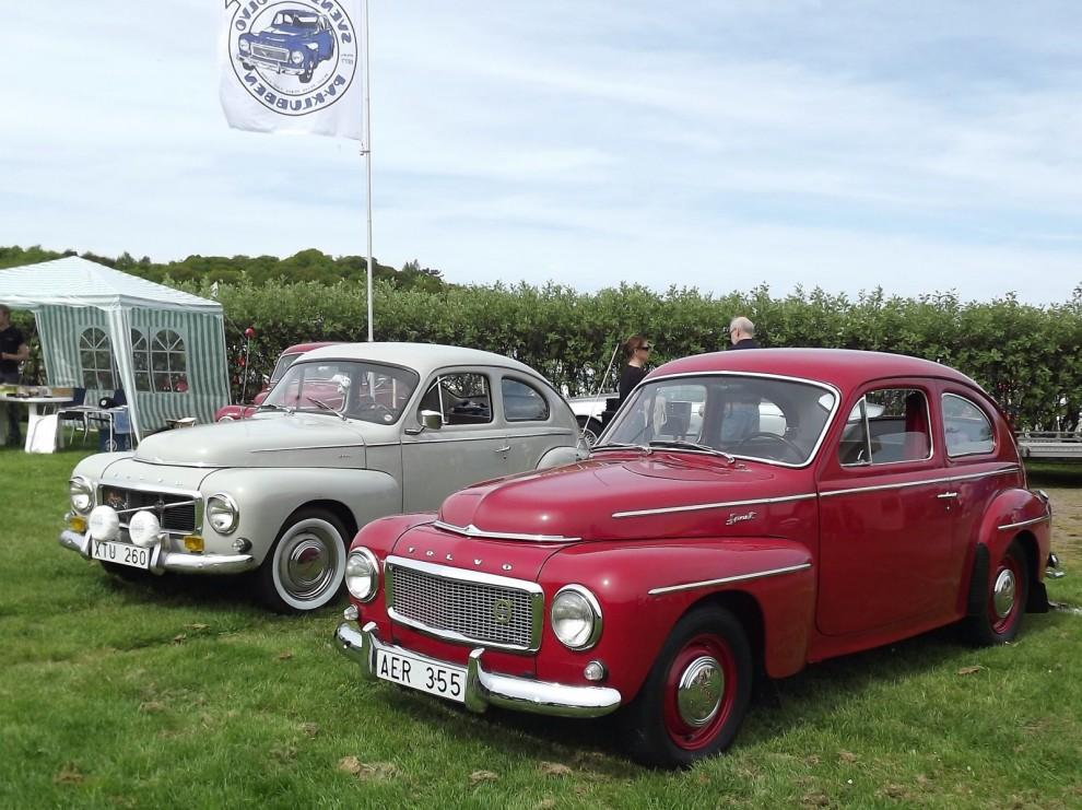 Två fina bilar från PV-klubben.