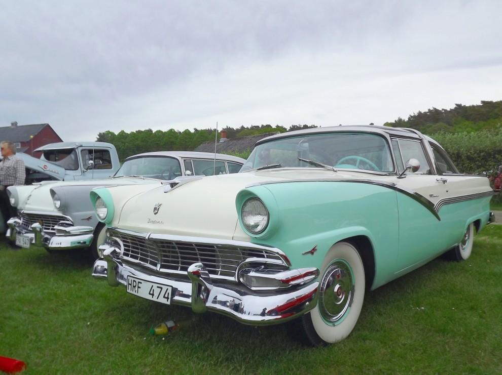 Med små medel, lite krom och lister trollade Ford sin enkla baskaross till en elegant bil för de fina salongerna, Crown Victoria.