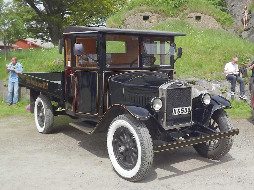 Och några Volvo ur den tyngre divisionen, tidig lastbil modell LV40 från 1928