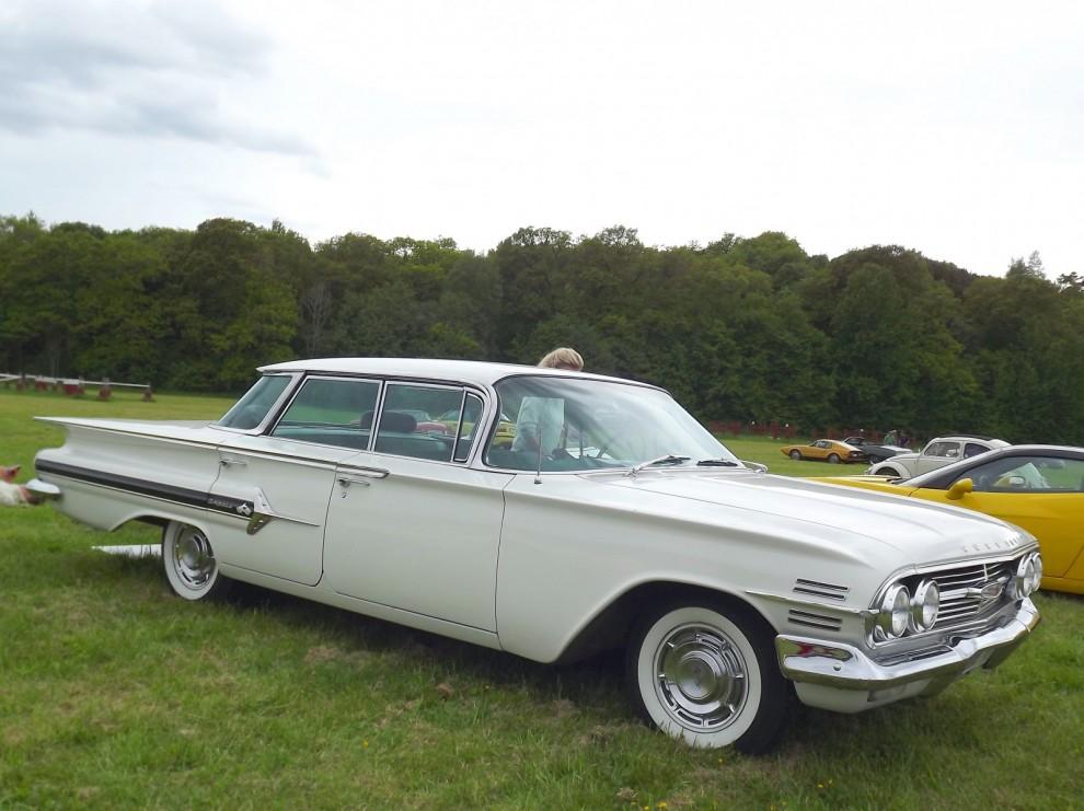 """Chevrolet Impala 1960, fyrdörrars hardtop med """"flat top"""" taket som fanns 1959-60"""