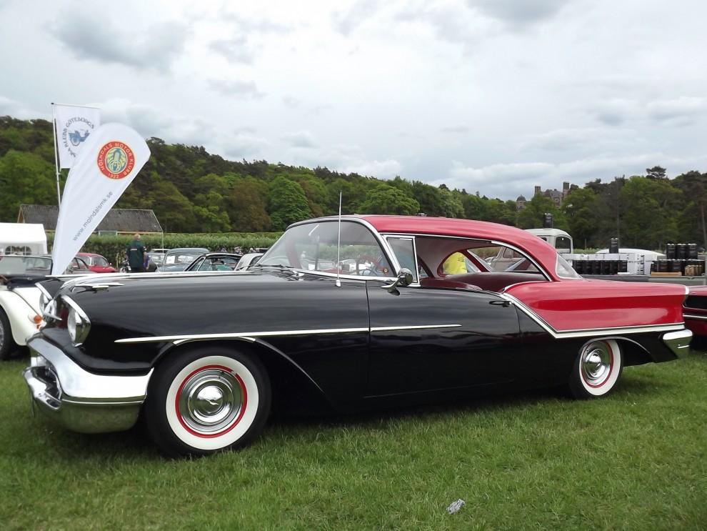 Oldsmobile tillhör också historien, ett av amerikas äldsta och en gång största märken försvann 2004. Den här fina modellen är från 1957.