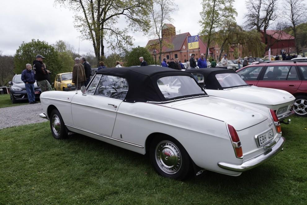 Peugeotkonnässören Tore Thallaug hedrade den franska bilfesten med en sagolikt vacker 404 Cabriolet ritad av Pinin Farina, vilken också sålde samma ritningar till Fiat för den något mindre 1500/1600S.