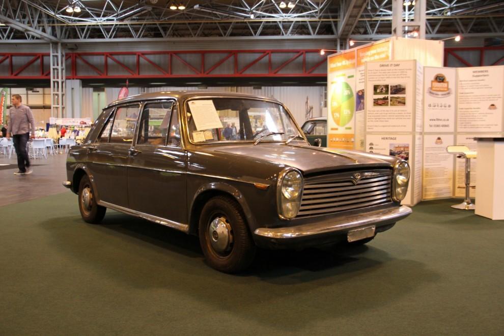 Innocenti IM3 – en BMC 1100 på italienska. Mängder av detaljer skiljer mot den engelska förlagan men i grunden är det samma bil.