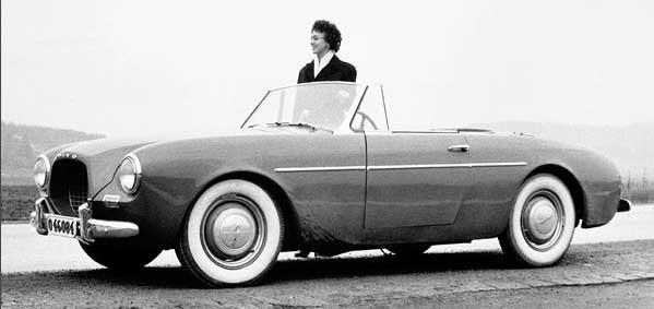 Volvo Sport, eller P1900 är ett exempel på serietillverkad prototyp. Den byggdes i 67 exemplar, men då de flesta skiljer lite grann sinsemellan så var dessa i stort sett att betrakta som prototyper.  Här är en av förseriebilarna, en prototyp till prototyperna så att säga.