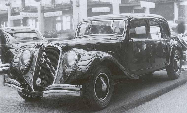 22CV skulle bli Citroens flaggskepp med V8 motor, framhjulsdrift och en slags automatlåda. Ett par prototyper byggdes och var snubblande nära att sättas i produktion. Några provvagnar byggdes men någon motor verkar inte blivit helt klar.