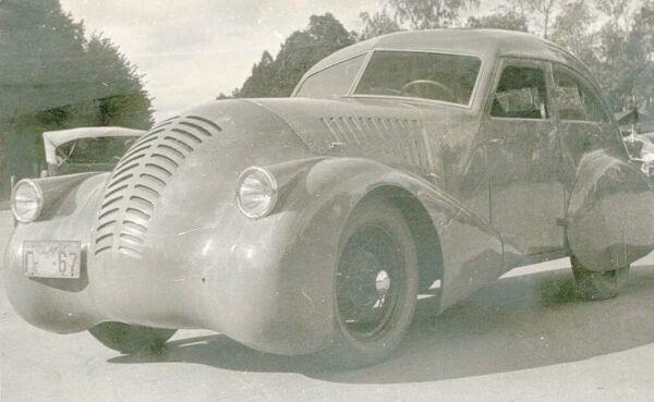 På 30-talet började man mer och mer aktivt experimentera med aerodynamik, många experimentbilar byggdes och man började även använda vindtunnlar till utvärderingarna. Men inte bara bland de ledande tillverkarna i väst, denna experimentbil byggdes 1934 hos GAZ i Sovjetunionen.