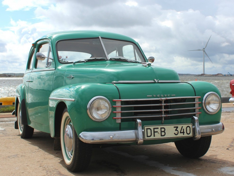 PV Specialare. Denna 444:a sticker ut från mängden i sin strålande gröna pastellfärg. Och det är en originalkulör, fast bara 20 bilar lackades i denna innan Volvo ansåg att den var för färgglad, maroonrött var tillräckligt vågat och det fick räcka.