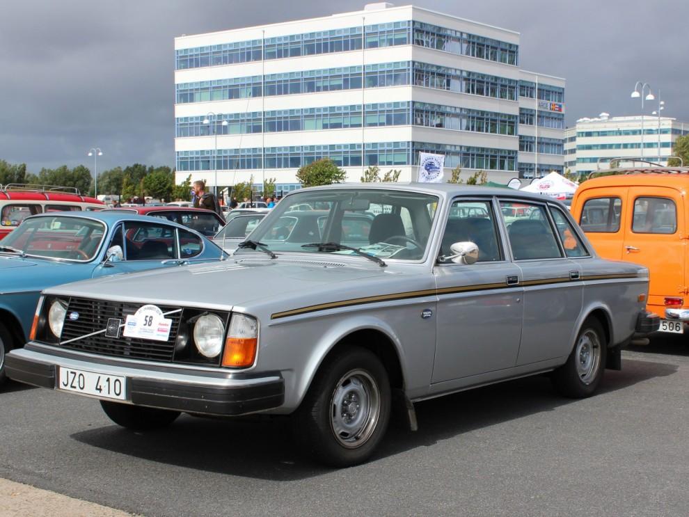 1977 års jubileumsbil, räknade till hela fyra stycken av denna specialmodell på plats.