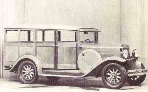 """Stationsvagnen har sitt ursprung i ''Depot hacks'', robusta personbilar med lastutrymme och saknade ofta rutor. Denna Essex kallades """"depot wagon"""" som byggde den på försök 1930, och verkar vara en felande länk mellan depot hacks och senare wagons."""