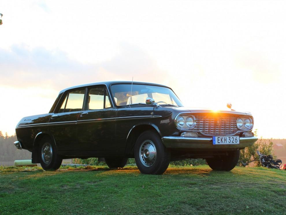 Visst är den vacker, Sveriges, kanske Europas äldsta Toyota. En Crown från 1964 som är en av de 20 som registrerades här nya det året.