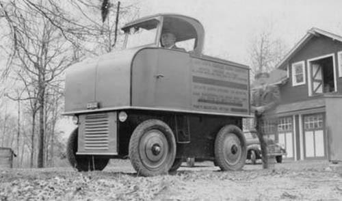 Flygplanstillverkaren Martin Aeroplane Company byggde den här märkliga lastbilen på prov under tidigare delen av 30-talet.  Ser misstänkt eldriven ut men inget verifierat.