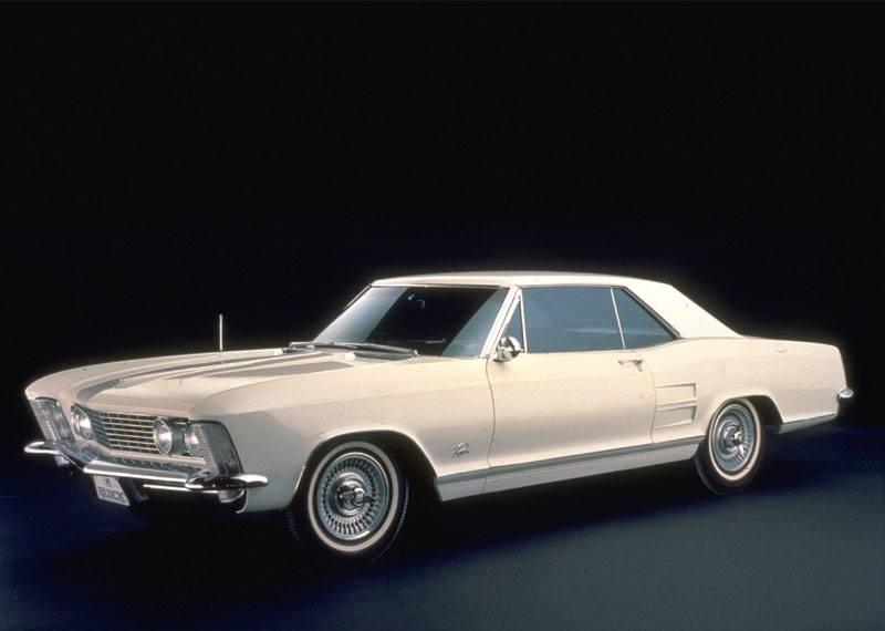 Och så Buick Riviera. Namnet användes från början som ett tillnamn på deras hardtopmodeller, innan den 1963 blev en egen modell.